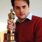 An Oscar, holding up an aspiring actor who did not win the award in 2008.